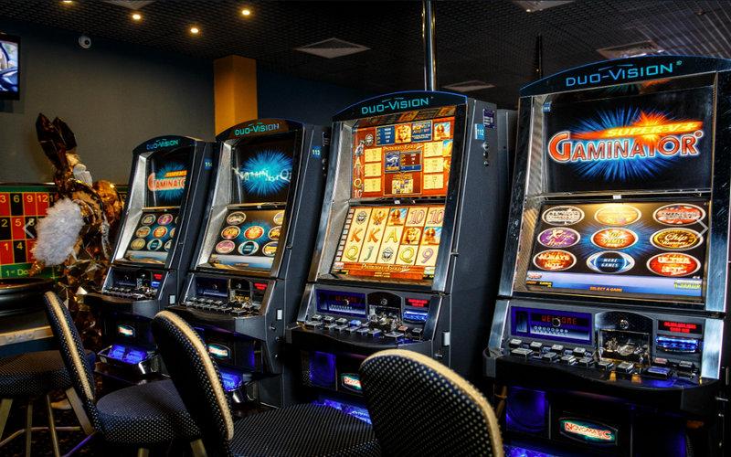 Зал игровых автоматов гейминатор игровые автоматы sizzling